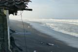 Sejumlah bangunan di pantai Kulon Progo rusak diterjang gelombang tinggi