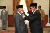 Gubernur Kepri sematkan tanda kehormatan satyalancana karya satya bagi ASN