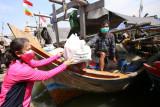 HKGB Ke-69, Ketum Bhayangkari Blusukan Bagikan Bansos ke Nelayan Muara Angke