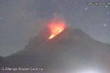 Gunung Merapi meluncurkan empat kali awan panas hingga 3 km