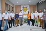 Gubernur Riau apresiasi aktifitas Relawan Peduli COVID-19 dengan penghargaan