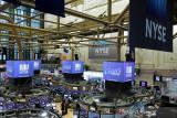 Wall Street turun tertekan kemungkinan kenaikan pajak perusahaan