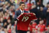 Manchester United merampungkan transfer Raphael Varane dari Real Madrid