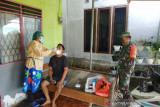 Aparat TNI di Nabire dampingi nakes puskesmas lakukan tracing warga
