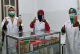 Kelompok binaan JOB Tomori produksi disinfektan-handsanitizer herbal