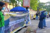 Sambut HUT ke-76 Kemerdekaan RI mahasiswa UNM bagikan ratusan pohon
