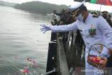Pemkab Mimika tabur bunga di Pelabuhan Pomako sambut HUT RI
