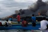 Satu unit kapal penumpang terbakar di wilayah perairan Bombana