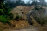 Tanah longsor tutup ruas jalan Padang-Bukittinggi di Kabupaten Agam