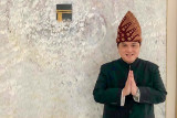 Menteri BUMN Erick Thohir dengan  pakaian adat Palembang