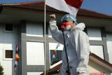 Berpakaian hazmat, Ganjar pimpin upacara HUT RI di lokasi isoter Asrama Haji Donohudan