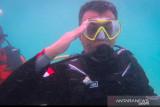 Bupati Natuna upacara bendera bawah laut di Geopark Nasional