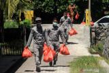 SPKKL Kema Bakamla bagikan paket bantuan sosial kepada warga