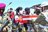 Penyelam Lantamal VI kibarkan bendera Merah Putih di dasar laut Sulsel