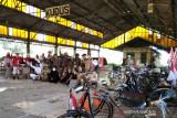 Komunitas Ontel Kudus rayakan HUT RI dengan mengunjungi Stasiun KA Wergu Kulon