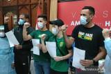 Empat pemain asing Persebaya Surabaya disuntik vaksin AstraZeneca
