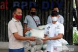 Pemkab Gunung Kidul membantu beras pada PKL Taman Kuliner Wonosari