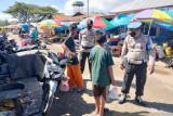Polisi Kolaka mendirikan posko PPKM di pasar tradisional
