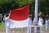 Pemerintah Kabupaten (Pemkab) Gorontalo Utara melaksanakan upacara Peringatan HUT ke-76 Kemerdekaan Republik Indonesia pada Kamis, dengan bertindak Inspektur Upacara Bupati Indra Yasin. (ANTARA/Susanti Sako)