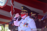 Bupati Gorontalo Utara Indra Yasin bertindak sebagai Inspektur Upacara di HUT Kemerdekaan RI. (ANTARA/Susanti Sako)