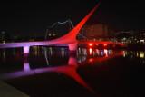 RALAT - Cahaya Merah Putih berpendar di jembatan  Argentina saat HUT RI
