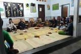 Legislator-warga Lendah Kulon Progo gotong royong pasang listrik KK kurang mampu