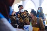 Plt Gubernur Sulsel tinjau vaksinasi COVID-19 bagi 200 pelajar SMAN 1 Pinrang