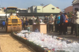 Pemkab Cianjur musnahkan ribuan botol miras-obat terlarang