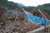 Ruang kelas MTS Yaspida Sukabumi ambruk akibat hujan deras