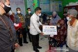 Pemkot Kendari serahkan bantuan perbaikan 32 rumah tak layak huni