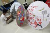 Kerajinan payung kain lukis