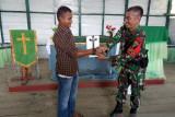 Satgas TNI Yonif 403 perbaiki gereja di perbatasan RI-PNG