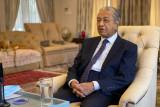 Mahathir Mohamad khawatir kasus COVID-19 tembus 23.000 di Malaysia