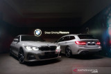 BMW 320i Touring dan BMW 330i Sedan hadir di Indonesia, harganya mulai Rp1,3 miliar