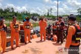 Tim SAR mencari perahu hilang di Muara Pelabuhan Amamapare
