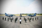 Presiden foto bersama dengan penerbang Garuda dan Nusantara Flight