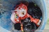 Polisi buru tiga orang yang membuang benda serupa bom