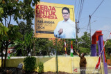 DPD Golkar Jateng bela Airlangga pasang baliho