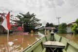 Kondisi banjir besar yang merendam pemukiman penduduk di wilayah Teluk Barak Kecamatan Putussibau Selatan dan sejumlah kecamatan lainnya di wilayah Kapuas Hulu Kalimantan Barat. Foto ANTARA/Teofilusianto Timotius