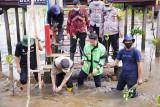 Dishut Sulsel dorong pelestarian hutan mangrove Lantebung Makassar