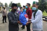 Polres Lampung Timur bersama HMI, PMII, IMM distribusikan sembako bagi warga terdampak COVID19