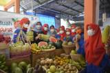 Bupati Sleman memantau komoditas buah lokal di pasar tradisional