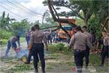 Ini yang terjadi di ruas jalan nasional Padang-Jambi dalam wilayah Dharmasraya, Rabu siang