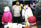 Kepolisian lakukan test antigen di pintu masuk kota Banjarmasin