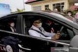 Wali Kota Kendari menggunakan mobil listrik untuk kendaraan operasional