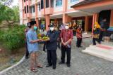 Distan Kulon Progo beri bantuan pisang dan salak untuk penghuni isoter