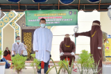 Tiga pejudi dan dua pezina di Aceh dihukum cambuk