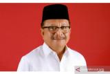 Wali kota Bitung Maurits serahkan bantuan sembako pada warga lansia