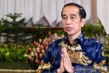 Presiden Jokowi beri selamat lifter peraih medali pertama Paralimpiade 2020