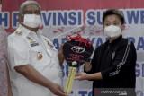 Apriyani Rahayu Menerima Hadiah Dari Gubernur Sulteng
